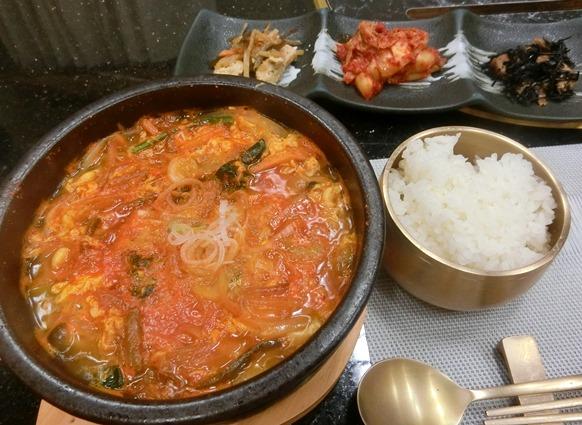 麻布十番 韓国料理「韓日館」ランチ ユッケジャンスープ定食