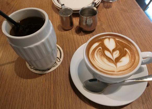 渋谷「Glorious Chain Cafe グロリアス チェーン カフェ」コーヒー カフェラテアート