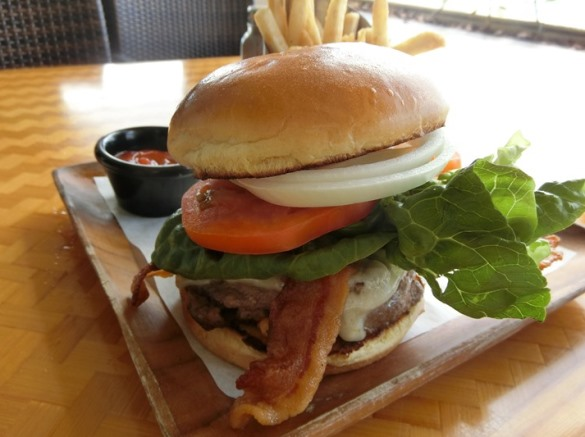 ハワイ アウトリガーリーフ ザ・リーフ バー&マーケットグリル ハンバーガー