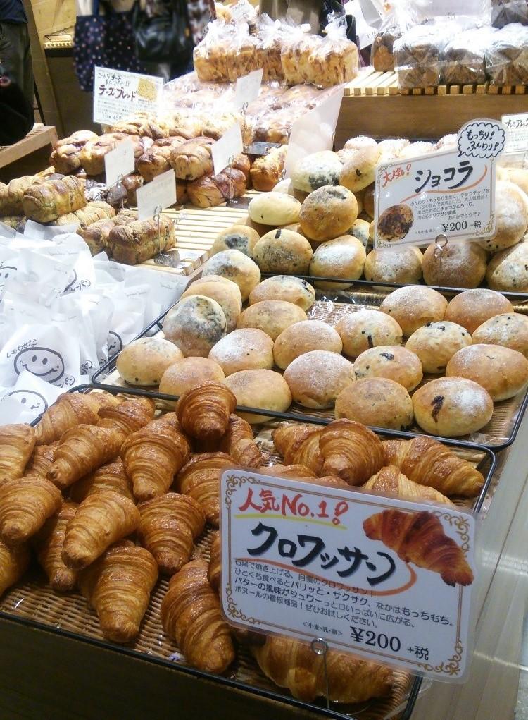 東京ミッドタウン日比谷「boulangerie Bonheur ブーランジェリー ボヌール」店内パン棚