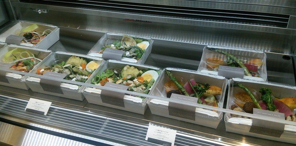 東京ミッドタウン日比谷 THREE REVIVE KITCHEN サラダ