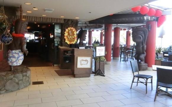 ハワイ アストン ワイキキビーチホテル「Tiki's Grill & Bar ティキズ グリル&バー」外観 入口