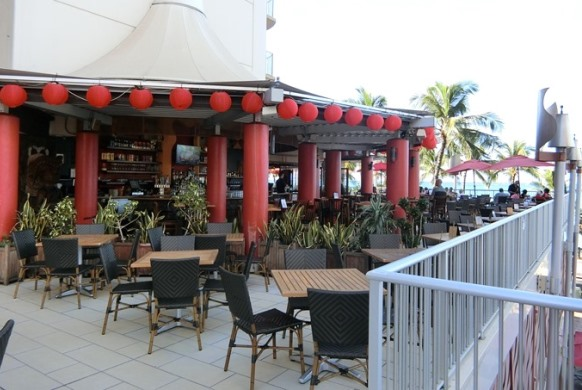ハワイ アストン ワイキキビーチホテル「Tiki's Grill & Bar ティキズ グリル&バー」テラス席