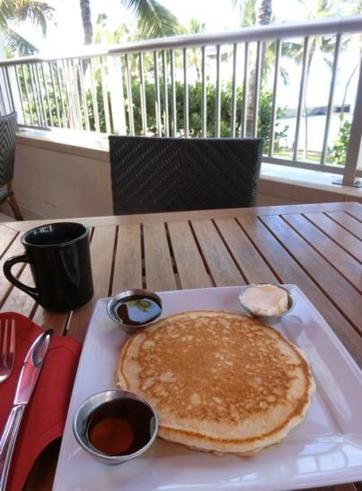 ハワイ アストン ワイキキビーチホテル「Tiki's Grill & Bar ティキズ グリル&バー」パンケーキ