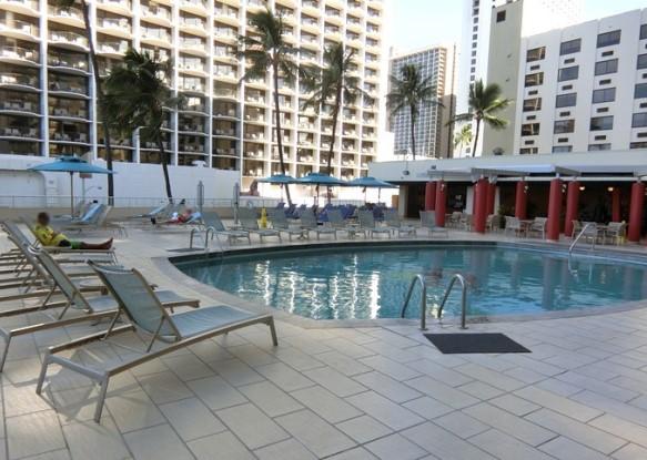 ハワイ アストン ワイキキビーチホテル プール