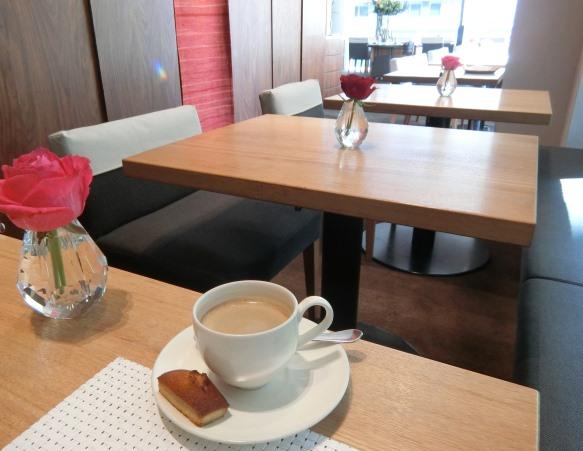 丸の内 mikuni ミクニ マルノウチ 店内 コーヒー フィナンシェ